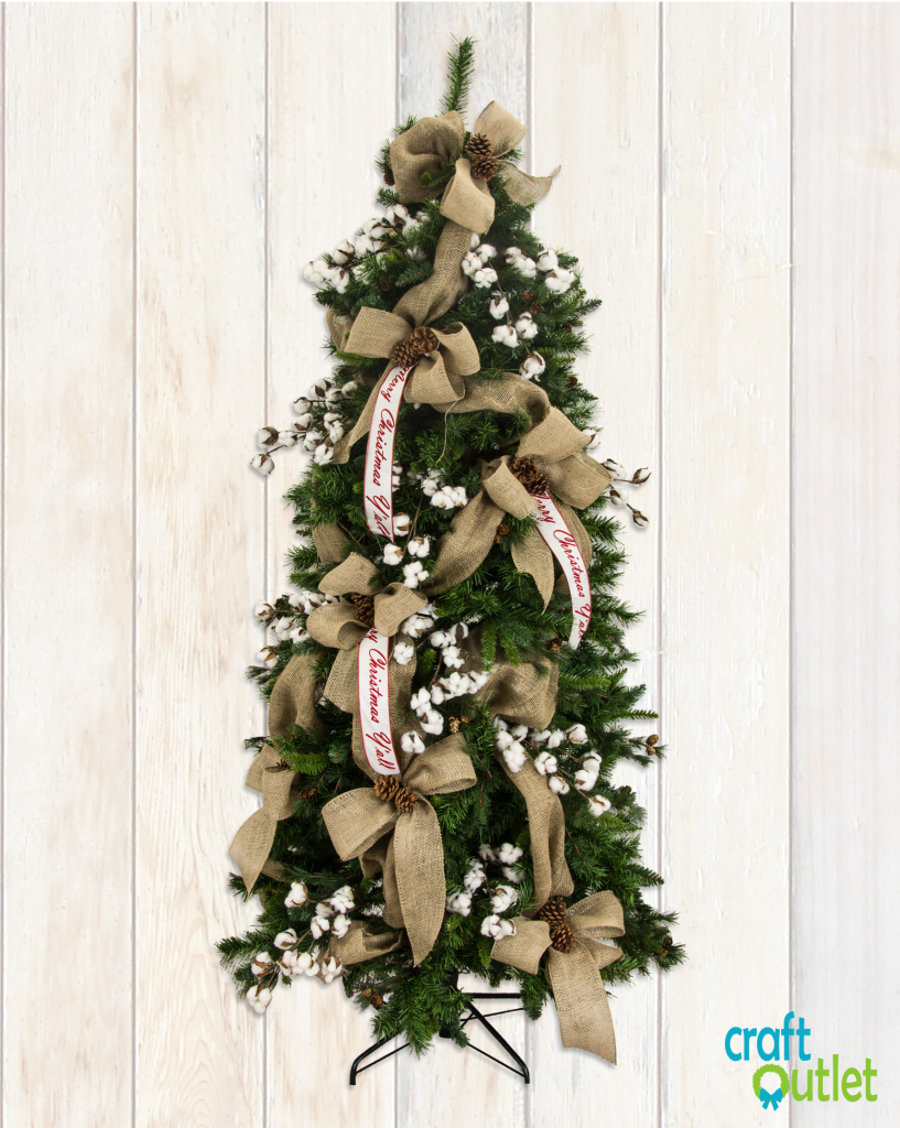 Christmas tree decorating with burlap and deco mesh for Burlap ribbon on tree