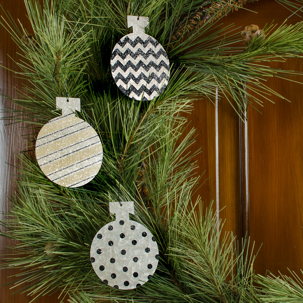 patterned tin ball ornaments black ivory set of 3 24315