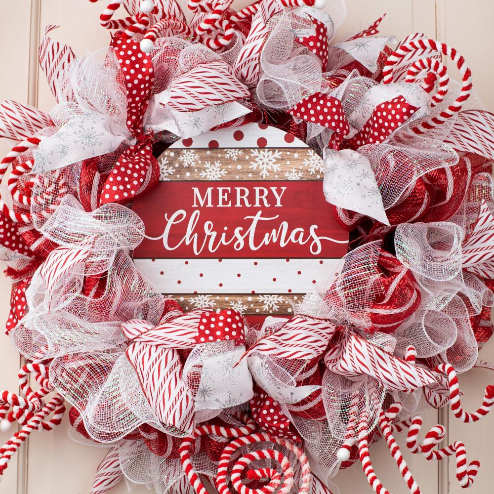 BNWT Round wooden Alpine Merry Christmas Sign festive Christmas decoration